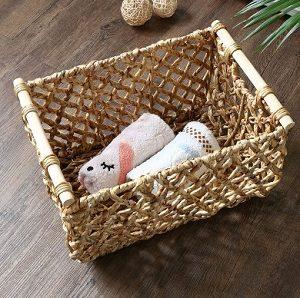 Плетеная корзина с деревянными ручками